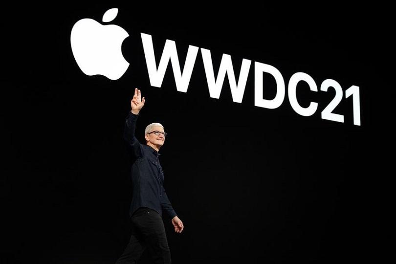 CEO de Apple, Tim Cook, saluda a millones de desarrolladores de todo el mundo en la Conferencia Mundial de Desarrolladores de Apple en Apple Park en Cupertino, California. EFE
