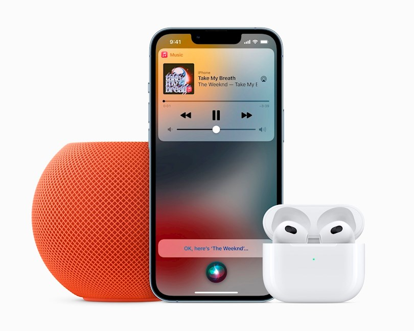 Fotografía cedida por Apple Inc. que muestra el HomePod mini, durante un evento especial de presentación de productos, celebrado este 18 de octubre de 2021, en Apple Park, Cupertino, California. EFE