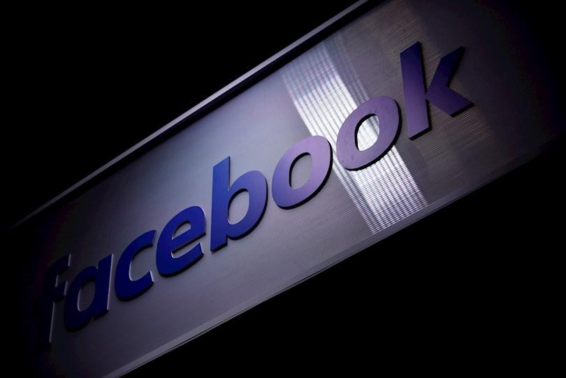 Vista del logo de la red social Facebook, en una fotografía de archivo. EFE