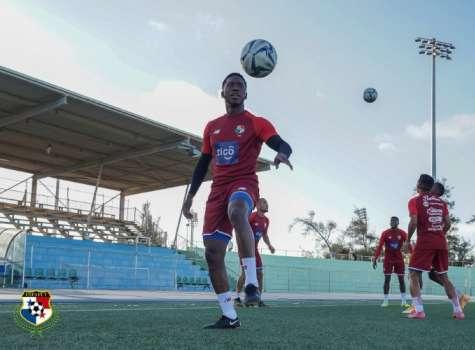 Panamá realizó ayer el reconocimiento de cancha en el estadio Ergilio Hato.  Foto: Fepafut