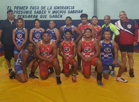 La Selección de Lucha Olímpica de Panamá Juvenil y de Cadetes. Foto: Cortesía