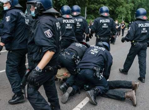 La policía desplegó en la capital alemana hasta 2.250 agentes. FOTO/EFE