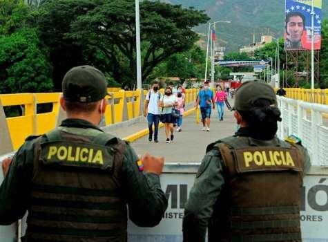 Reabren los pasos fronterizos entre Colombia y Venezuela efe