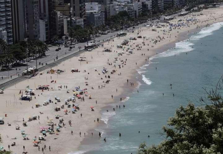 Río de Janeiro cierra sus playas el fin de semana para contener la covid