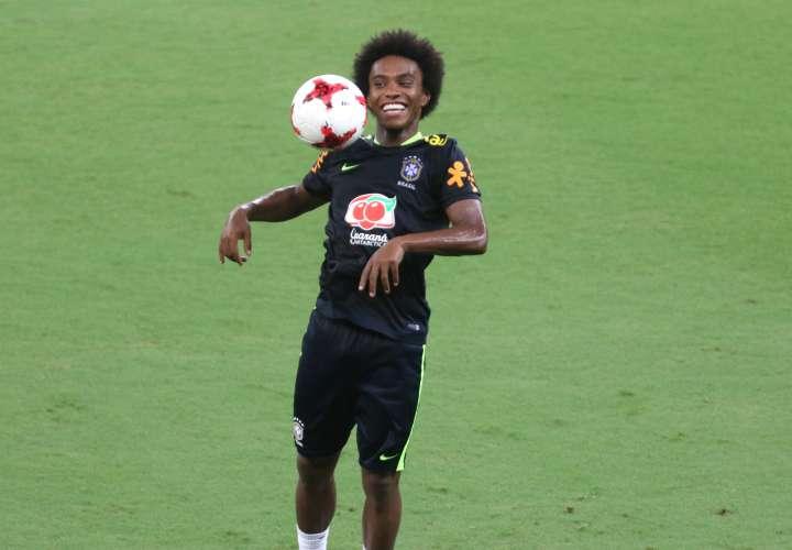 Willian ya se entrena con la selección brasileña. / EFE