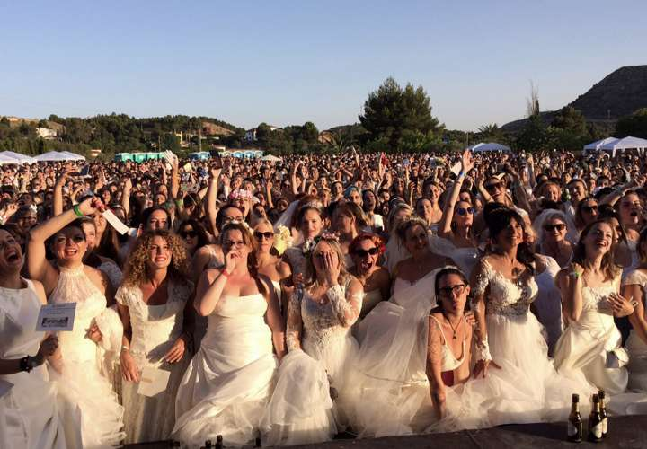 Una localidad española bate el Guinness de mujeres vestidas de novia