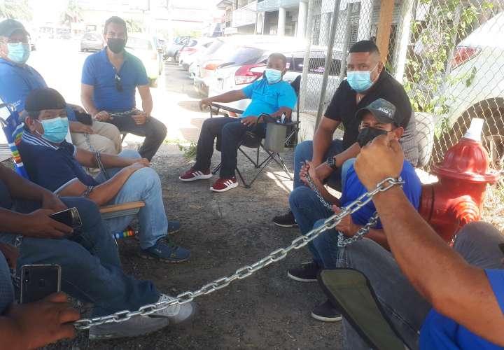 ¡Engañados! Transportistas se encadenan para exigir certificados de operaciones
