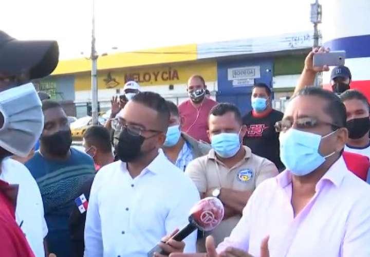 Taxistas en las calles por segundo día  [Video]