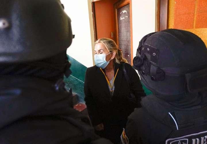 La expresidenta interina de Bolivia es trasladada a la Fiscalía de La Paz
