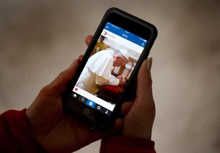 """El Vaticano investiga el """"me gusta"""" de """"Panchito"""" a una modelo semidesnuda"""