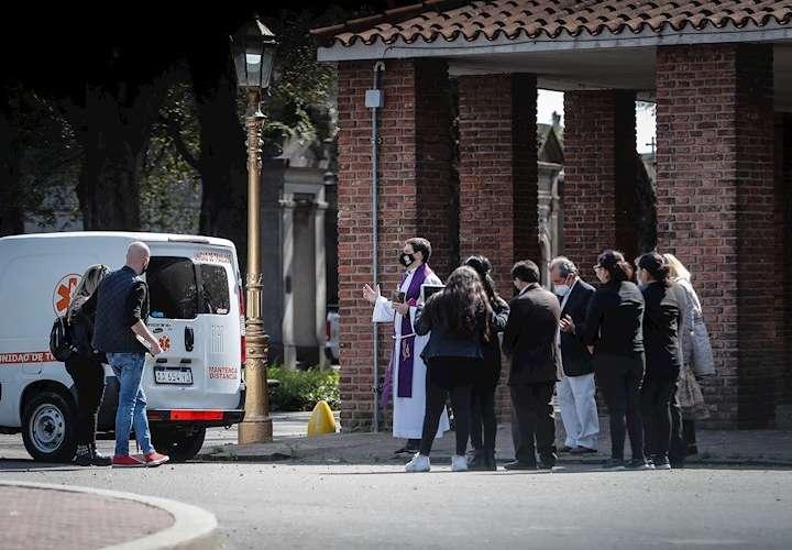 Covid-19 causa 438 muertes en un día y 16.325 nuevos positivos en Argentina