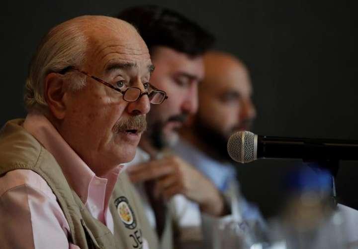 El expresidente colombiano Andrés Pastrana en la rueda de prensa de este lunes.