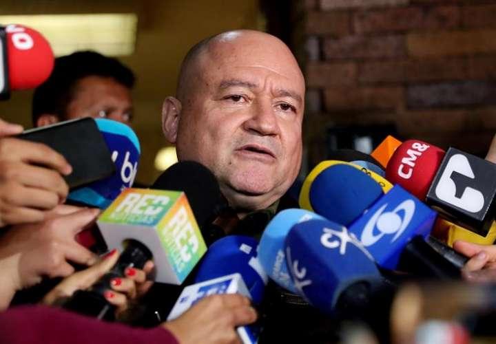 Senador de la FARC auxilia a colega uribista tras sufrir infarto en sesión