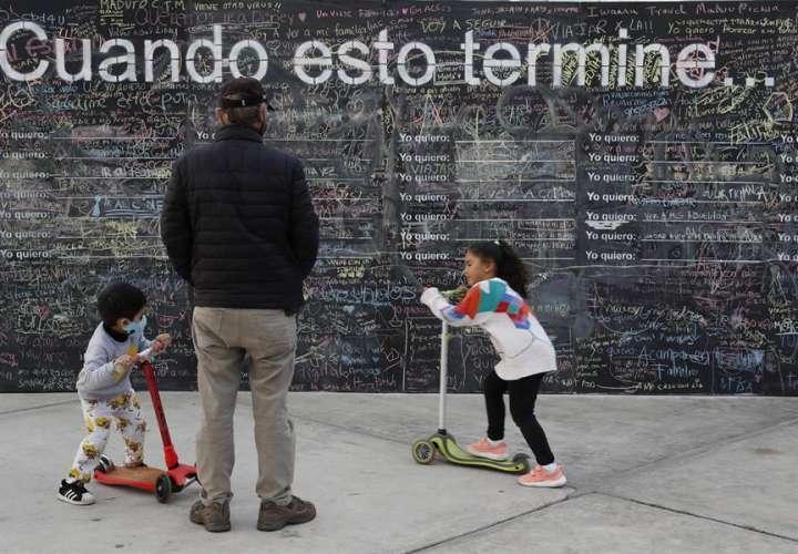 Perú dará pensión a 10.900 menores tras muerte de sus padres por covid-19
