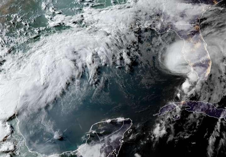 Elsa es de nuevo huracán mientras se aproxima a la costa oeste de Florida