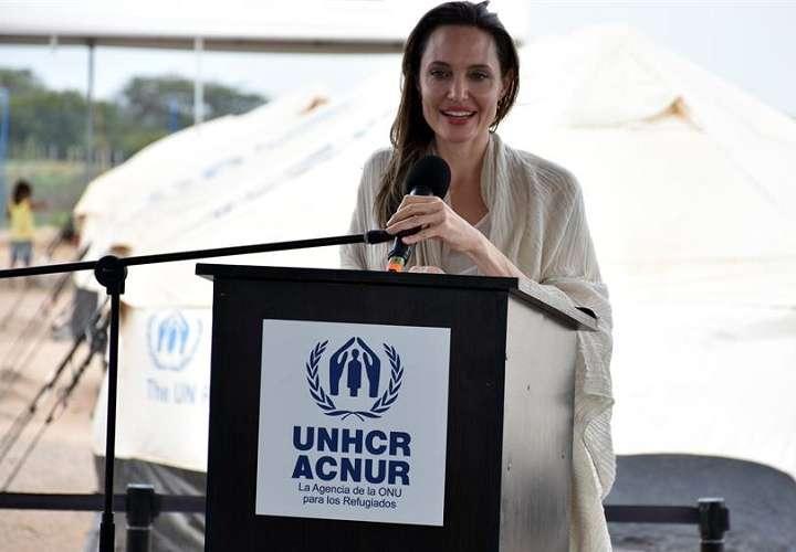 Angelina Jolie visita a los refugiados y desplazados internos en Burkina Faso