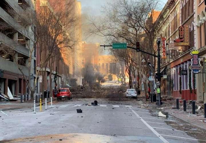 Un vehículo con una bomba sacude Nashville (EE.UU.) y deja tres heridos leves