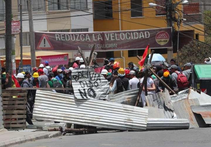 Haitianos protestan en las calles y exigen la renuncia de su presidente