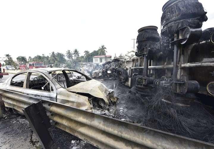 Cuatro muertos deja explosión de camión cisterna en México