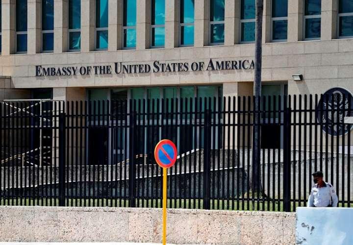 Vista exterior de la Embajada de Estados Unidos hoy, en La Habana (Cuba). EFE
