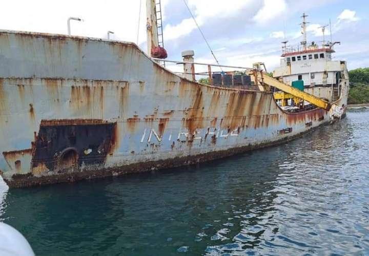 Identifican 8 embarcaciones abandonadas en costas de Colón