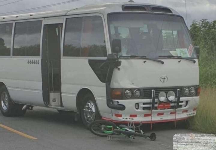 ¡Tragedia! Muere en la vía tras ser arrollado por un bus