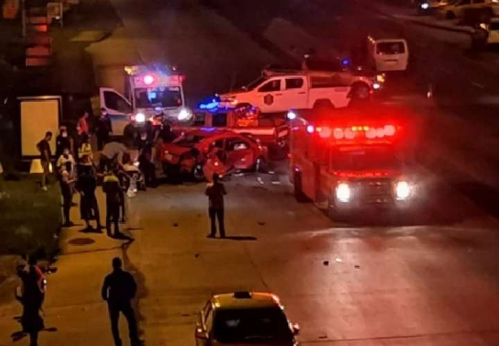 El cadáver  fue ubicado a en la cuneta que divide los cuatro carriles de la vía Interamericana.