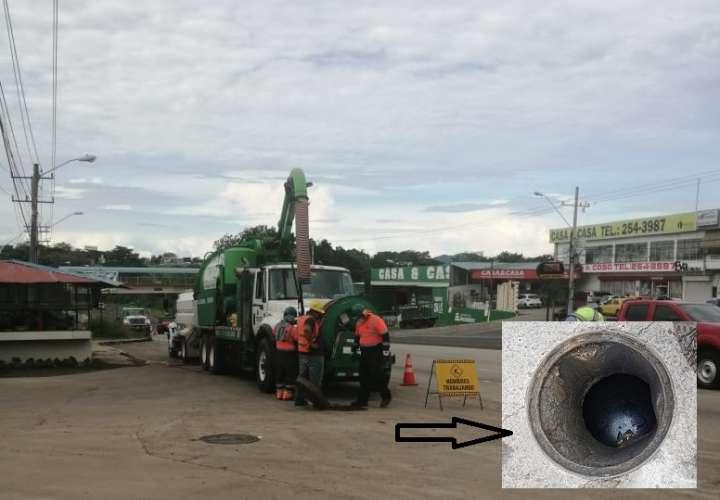 Los desechos encontrados, entre ellos aceite automotriz, provienen de comercios aledaños a la vía Panamericana.