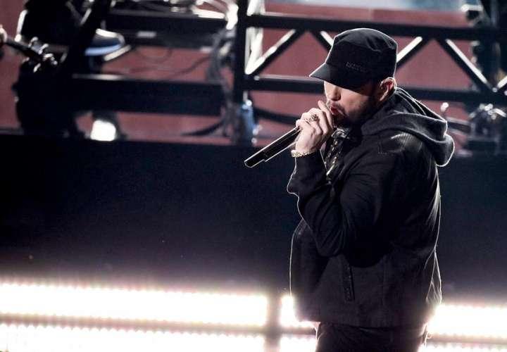 Eminem reedita su último disco con 16 temas nuevos y una disculpa a Rihanna