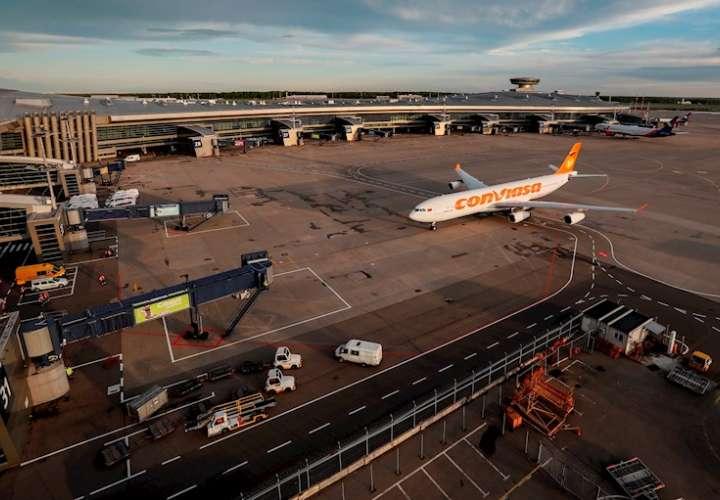 Un avión de la aerolínea estatal de Venezuela Conviasa, en una fotografía de archivo. EFE
