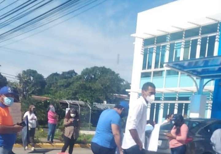 Santiagueños protestan frente a sede del Idaan por falta de agua