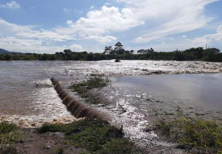Crecida de ríos, inundaciones y deslizamientos por fuerte lluvia en Coclé