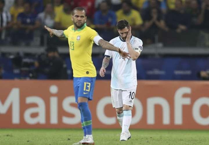 Dani Alves y Lionel Messi