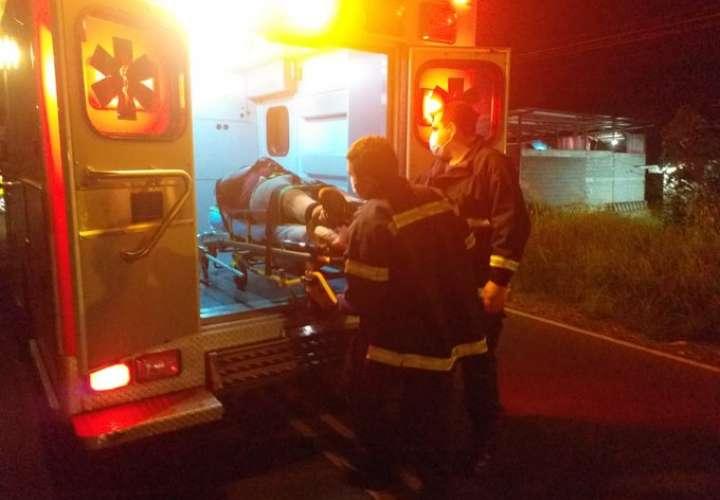 Dos heridos en choque frontal entre un taxi y una camioneta