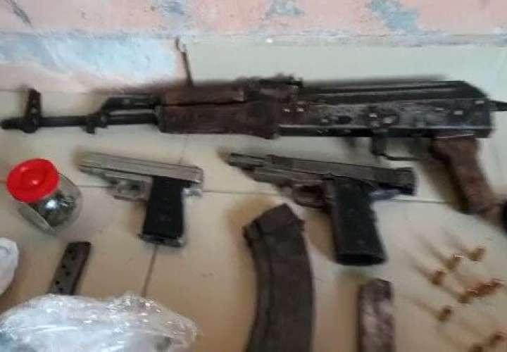 Capturan a dos hombres con droga y armas de grueso calibre en El Crisol  [Video]