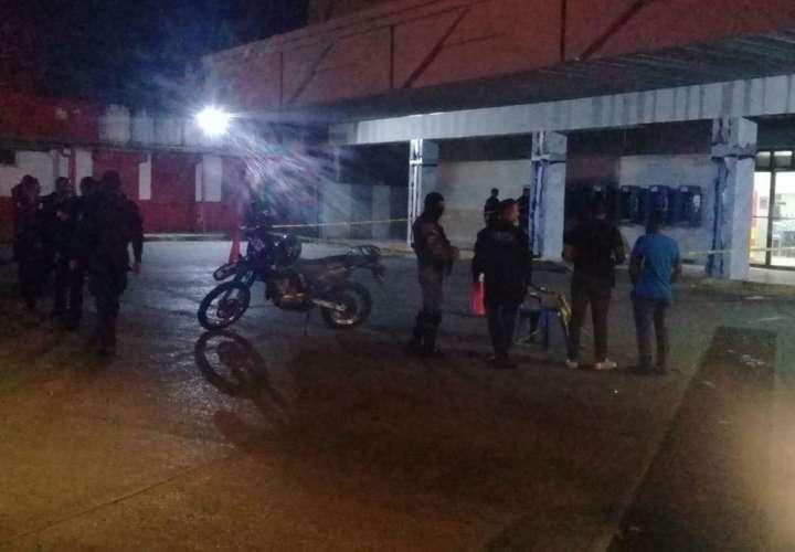 Un muerto en intento de asalto en supermercado de San Miguelito