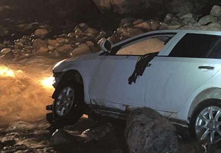 Cónsul de Panamá en Bogotá muere al ser arrastrado su vehículo por un río