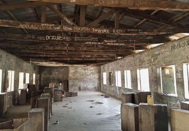 Hombres armados secuestran a 317 niñas de una escuela en Nigeria