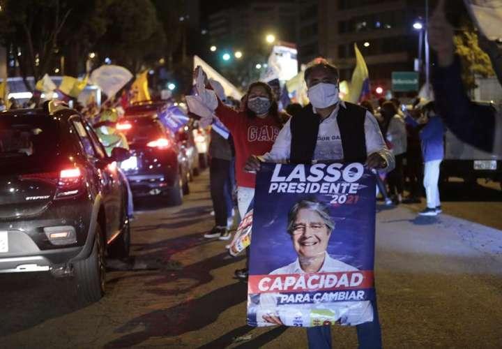 """Lasso se da por vencedor y dice que es día """"histórico"""" para Ecuador"""