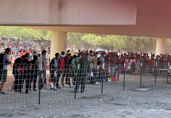 La incesante llegada de haitianos a la frontera de EE.UU. desborda a Biden