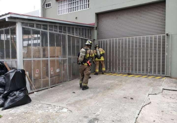 Arde mueblería ubicada en vía Transístmica  [Video]