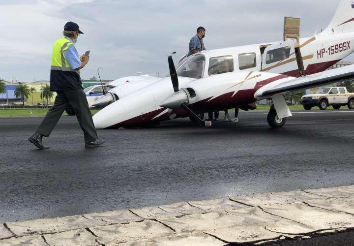 Avioneta quedó besando la pista, le falló el tren de aterrizaje