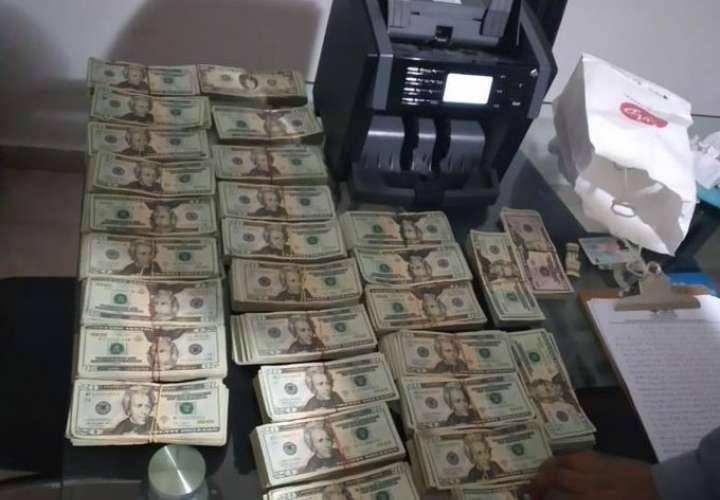 Llevaban más de 57 mil dólares en un auto en Betania