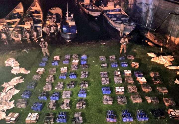 Decomisan 1,830 paquetes de droga y dos paisas detenidos en Bocas