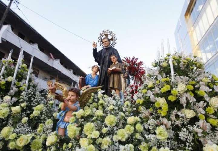 Devotos agradecen a Don Bosco en su día
