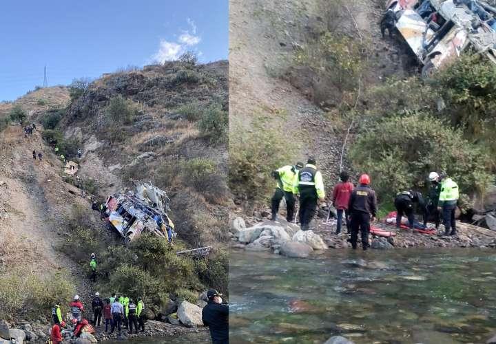 ¡Tragedia en Perú! Bus se estrella y cae en un barranco: hay 29 muertos