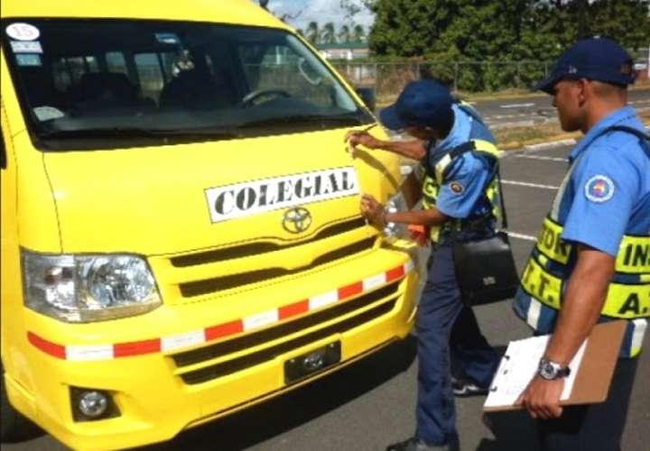 Miembros de la Cámara Nacional de Transportistas Colegiales (CANATRACOL), recorren todas las provincias, para agrupar a sus cerca de 18 mil integrantes.