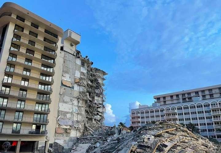 La búsqueda de supervivientes del desplome parcial de un edificio residencial frente a la playa en Miami-Dade. EFE