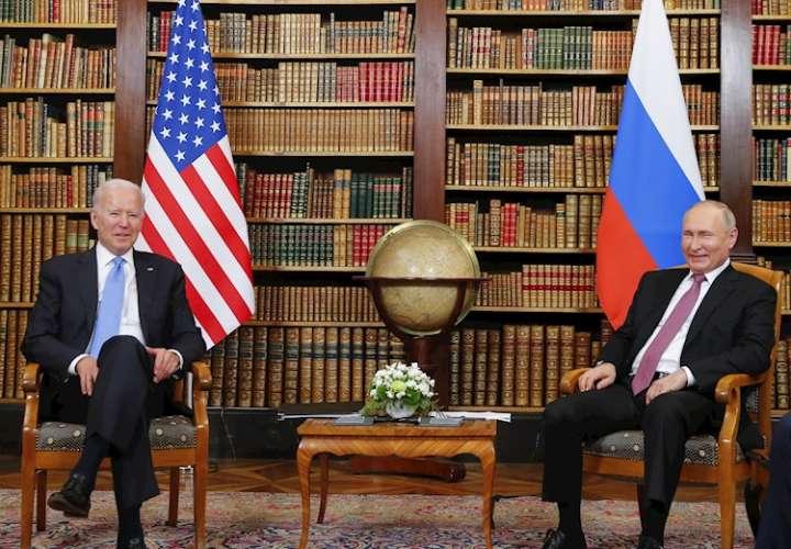 Cumbre Biden-Putin: apretón de manos, palabras corteses y caos en comitivas