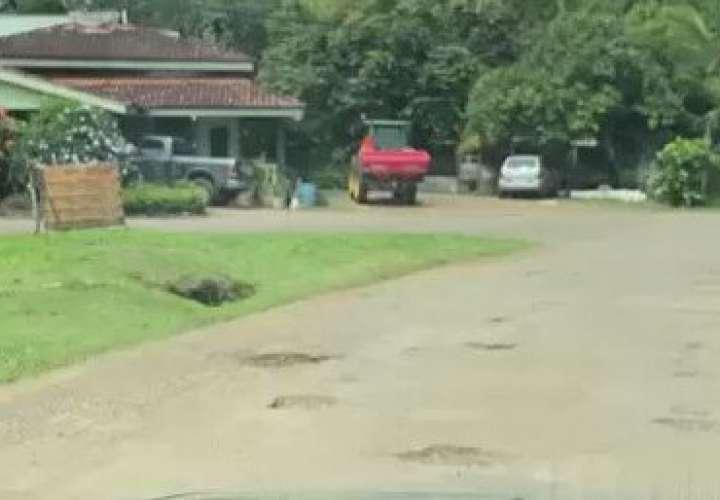 Productores de Los Santos se quejan de las calles llenas de huecos [Video]